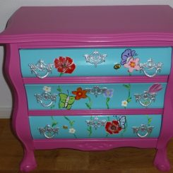 Blauw met roze buikkastje